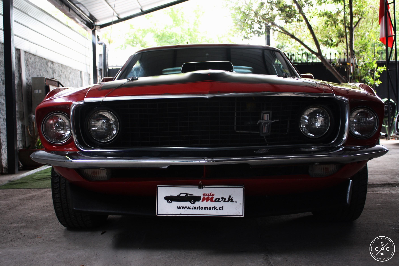 Ford utilizó por primera vez el nombre mach 1 en su presentación de 1968 de un concepto llamado levacar mach i en el ford rotunda